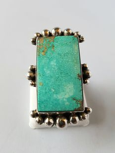 Navajo women's ring with turquoise (Carico Lake) – handmade by Master Mike Platero - never worn