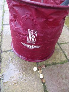 12 blazer buttons with emblem of Bentley Drivers Club and a foldable bucket with Bentley and RR logo.