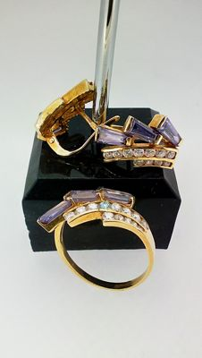 18 kt gold Ring and earrings set – Ring diameter: 17 mm.