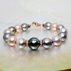 Multicoloured Natural Round Cultivated Pearl Bracelet of 8.5 x 11.2 mm.