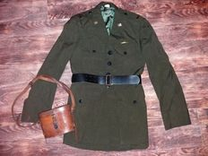 WW2 US Navy tunic with leather belt + military Busch & Lomb binocular in original case.