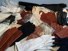 Lot of 16 pairs of gloves - artisan Paris creations - years 1940-1950-1960
