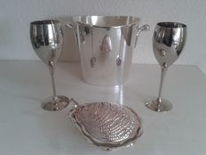 Heavy silver plated champagne/wine cooler with 2 silver plated champagne/wine chalices and a large silver plated oyster shell