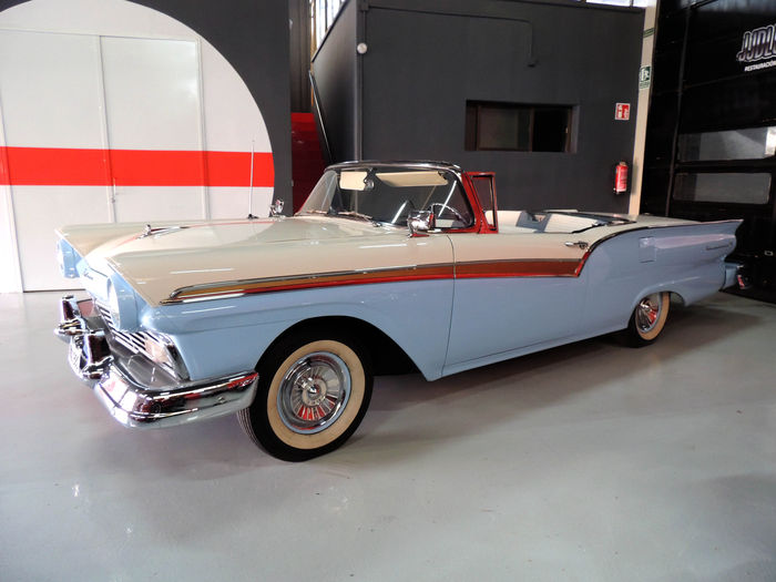 Ford - Fairlane Skyliner 500 - 1957