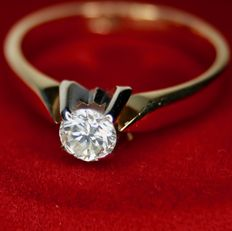 Solitaire ring with brilliant cut diamond 0,33Ct H / SI. Excellent condition.
