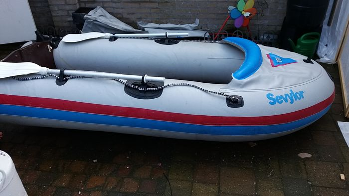 Sevylor inflatable boat T68 with Yamaha motor 2HP - construction year  unknown - Catawiki