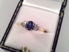 White and yellow gold ring, 18 karat, with a natural sapphire and diamond, 0.24 ct, ring size 16.75/53