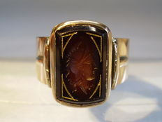 Antique gold ring with hand engrave warrior head around 1890 / 1900