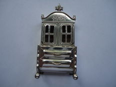 Silver miniature cabinet, G.L. Volten, Hoorn/Amsterdam, 1947/1956 and Dutch silver engraved scuttle