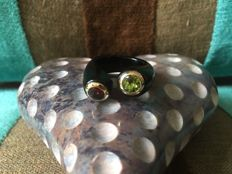 Black agate twin ring with peridot and garnet, 585 yellow gold