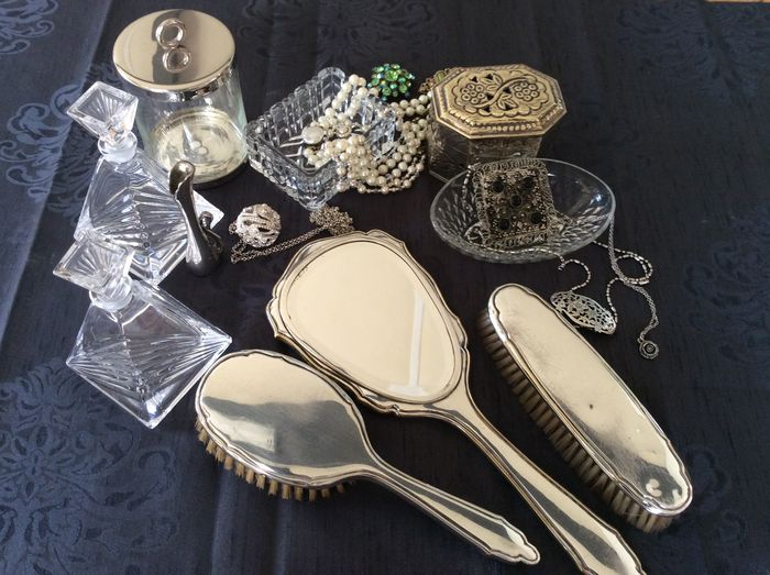 Vanity set with silver-plated vanity set with accessories. & Vanity set with silver-plated vanity set with accessories. - Catawiki