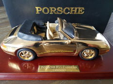 Maisto - Scale 1/18 - Porsche 911 Carrera Cabriolet gold 22krt guilded