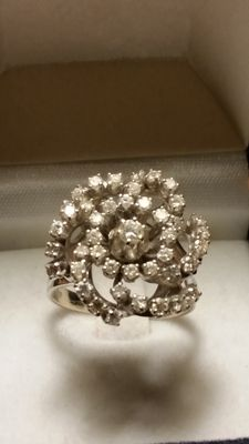 Superb white gold ring with 44 diamonds