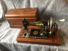 Great antique sewing machine in good condition