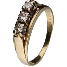 Yellow gold ring set with a row of 3 brilliant cut diamonds of 0.15 ct each 0.45 ct in total