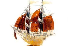 Handmade sailing ship made of Baltic amber and 925 silver, 41.5 grams