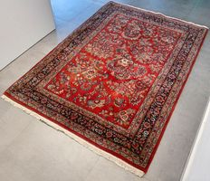 Superb Sarouk carpet - 186 x 135 - very good condition - with certificate.
