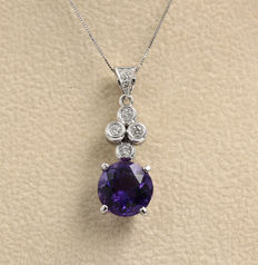 18 kt gold necklace, with amethyst and diamonds.