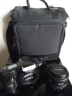 Minolta Dynax 300si body with AF zoom lens f=35-70mm - 1:3.5-4.5 and diameter 49mm in nice Minolta carrying bag