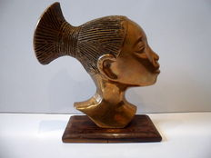Sculpture of African woman in bronze in the style of Karl Hagenauer