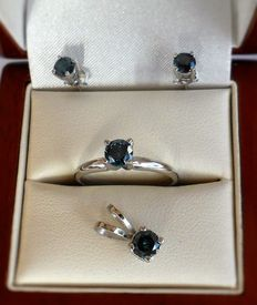 New Blue Diamond set of solitaire pendant, stud earrings and ring in 14K white gold, total 1.62 ct with low reserve price.