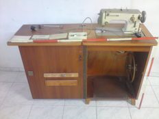 Bernina cabinet sewing machine, class 640-2 Favorit, with numerous accessories and instruction manual.