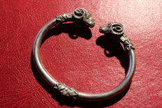 Silver bracelet with two heads Ram