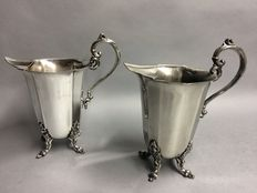 Set of silver plated identical water jugs with stopper for ice cubes, Victorian, England, ca 1915