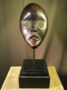 """Magnificent ritual mask, """"Runner"""" type, in wood and in metal - DAN - Ivory Coast"""