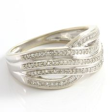 14 kt White Gold Ring  Set with Diamonds