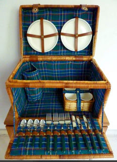 For classic car/convertible Reed picnic basket for 4 persons.