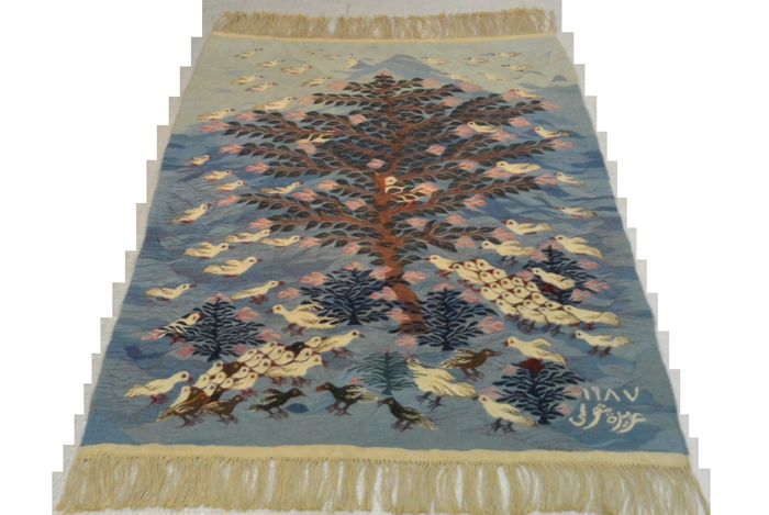 Beautiful picture carpet, painted with Harrania Egyptian bloom threads. Tree 1987 signed Aziza metwali, 135 x 149cm. End of the 20th century