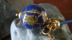 Necklace with 18 kt gold and porcelain world globe pendant