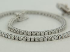 18 kt white gold tennis bracelet set with 105 brilliant cut diamonds ****no reserve price****