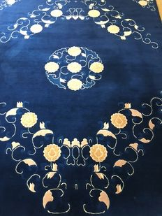 Beijing (China) rug, hand-knotted, 230 x 168 cm, 3.86 m2 Manufactured recently.