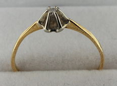 14 kt yellow gold ring inlaid with zirconia.