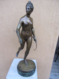 After Jean-Antoine Houdon (1741-1828) - large bronze sculpture depicting Diana the Huntress - ca. 1920