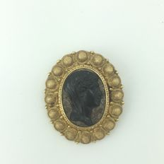 Antique brooch with obsidian