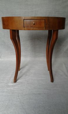 Oval coffee table in walnut briar - Italy, 19th C