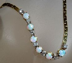 Opal bracelet in 14kt / 585 gold 0.27ct. Brilliant cut diamonds and 1.2ct Australian opals