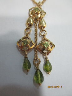 Necklace, 18 kt gold with green stone pendants – 42 cm.