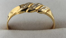 14 kt gold ring with a diamond inlay.