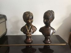 2 beautiful figurines French style.
