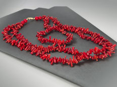 Coral necklace and bracelet in 18 kt gold