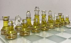Crystal chess Sadurní with 18 k gold