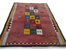 Indo Gabbeh beautiful figural hand-knotted woolen carpet 260cmx190cm.Attention No content price! Bidding starts 1euró