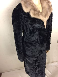 Fur atelier – Long beaver fur coat with mink collar, in new condition