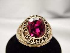 Class ring in 10 kt yellow gold, USA army