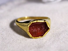 Collectible:  18kt yellow gold Antique Victorian Signet Cornelian children ring - Period 1850-1880 - ***no reserve price***