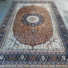 Wonderful, finely knotted,  Kashmir, Tabriz, Persian rug - 270 x 185 - with certificate.